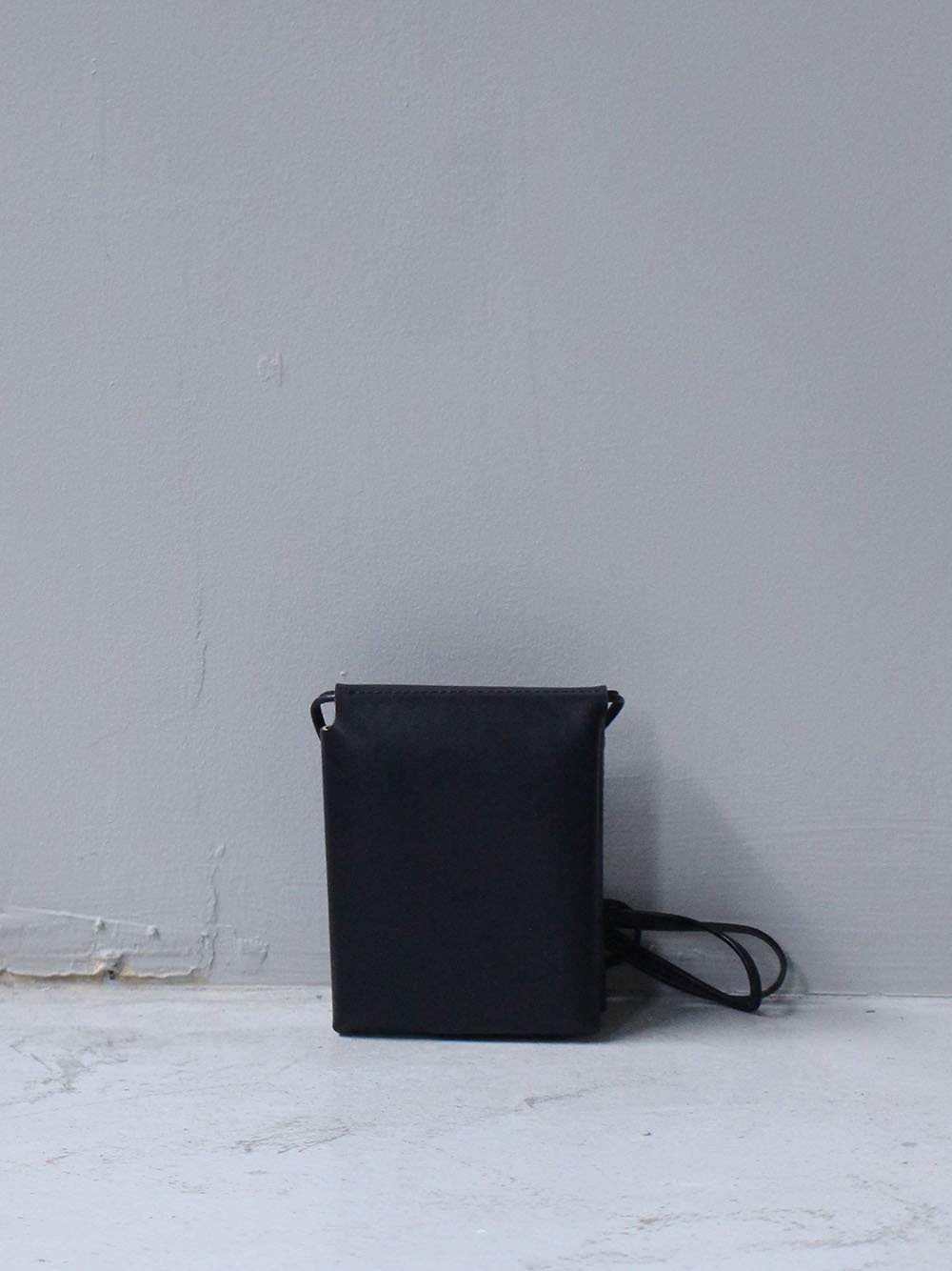 """<img class='new_mark_img1' src='https://img.shop-pro.jp/img/new/icons8.gif' style='border:none;display:inline;margin:0px;padding:0px;width:auto;' />MARROW """" String Purse (black) """""""