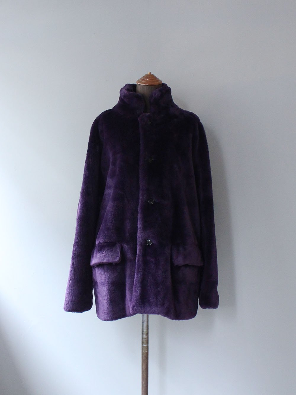 """<img class='new_mark_img1' src='https://img.shop-pro.jp/img/new/icons8.gif' style='border:none;display:inline;margin:0px;padding:0px;width:auto;' />Needles """" S.C. CAR COAT - FAUX FUR (PURPLE)"""""""