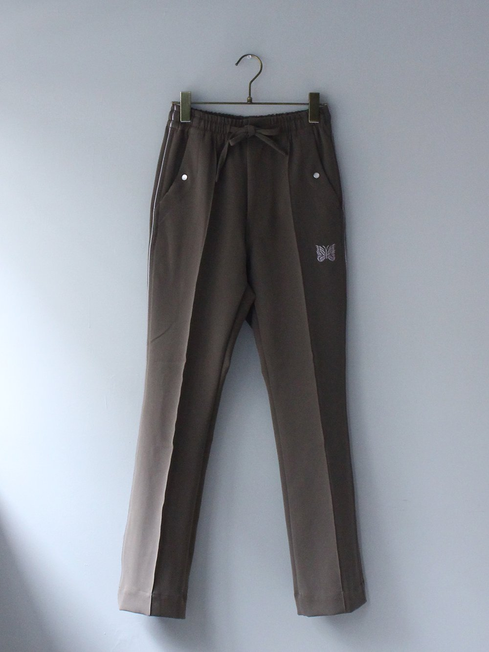 """<img class='new_mark_img1' src='https://img.shop-pro.jp/img/new/icons8.gif' style='border:none;display:inline;margin:0px;padding:0px;width:auto;' />Needles """" Piping Cowboy Pant - Pe/Pu Double Cloth (olive)"""""""