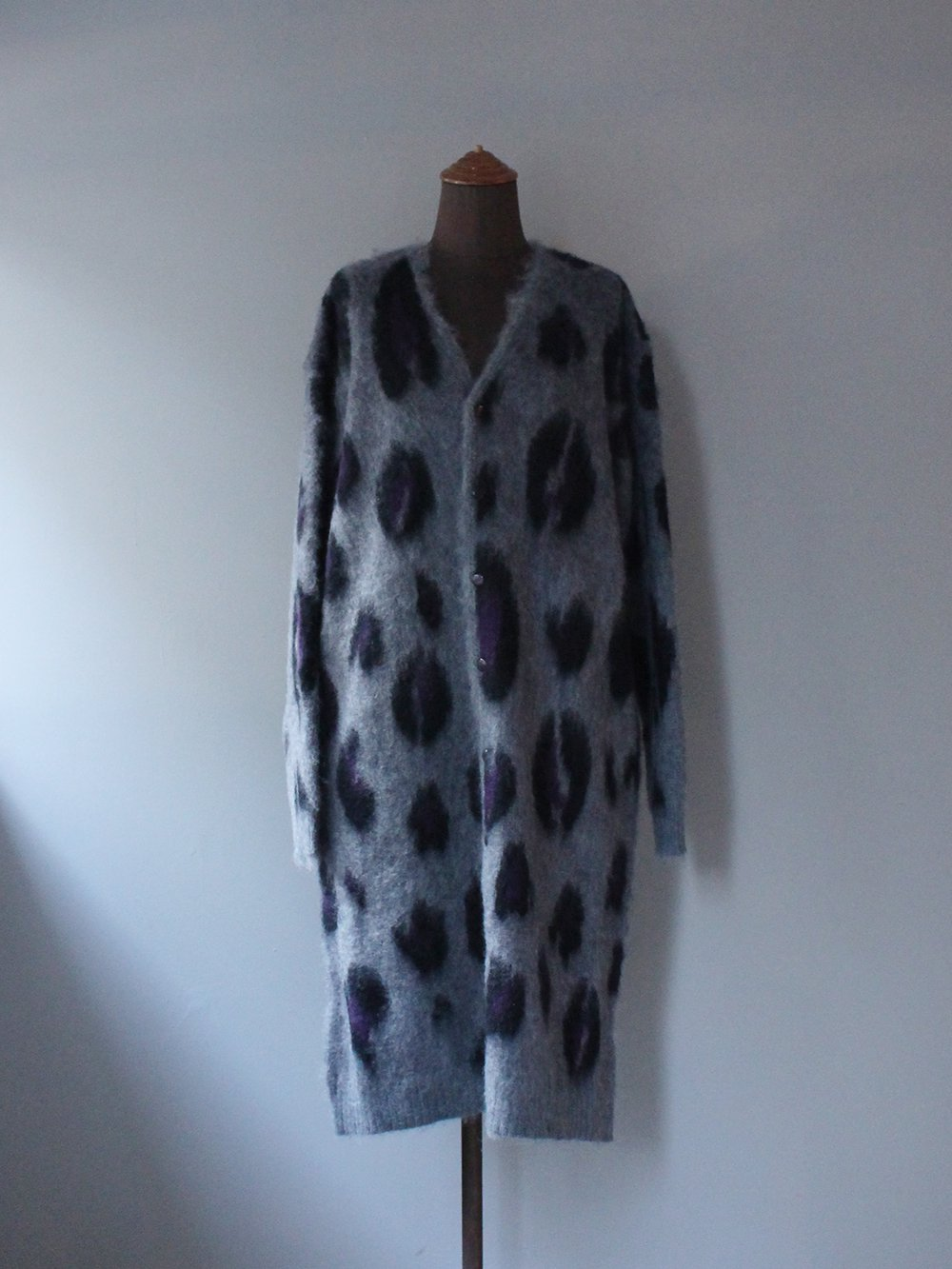 """<img class='new_mark_img1' src='https://img.shop-pro.jp/img/new/icons8.gif' style='border:none;display:inline;margin:0px;padding:0px;width:auto;' />Needles """" MOHAIR LONG CARDIGAN - LEOPARD (GREY)"""""""