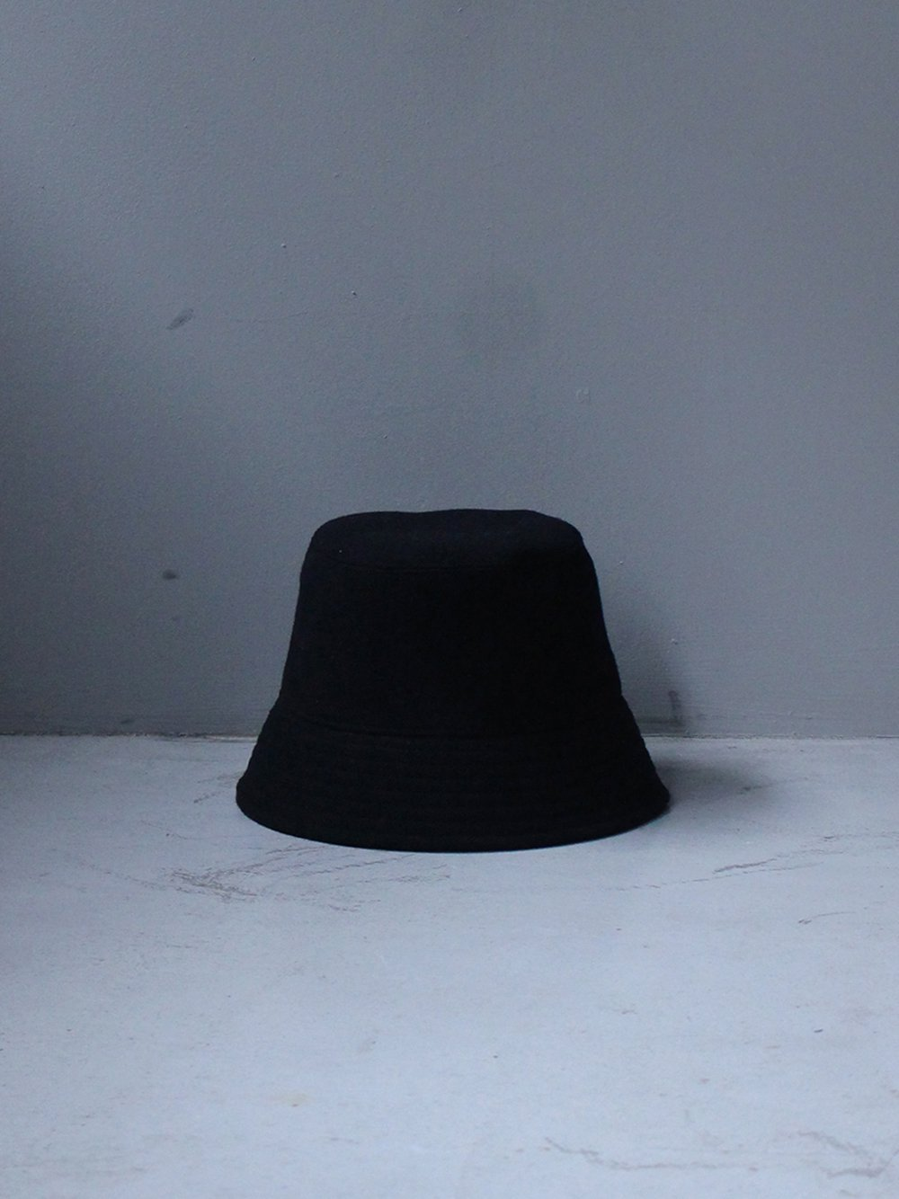 """<img class='new_mark_img1' src='https://img.shop-pro.jp/img/new/icons8.gif' style='border:none;display:inline;margin:0px;padding:0px;width:auto;' />UNUSED """" wool bucket hat (black)"""""""