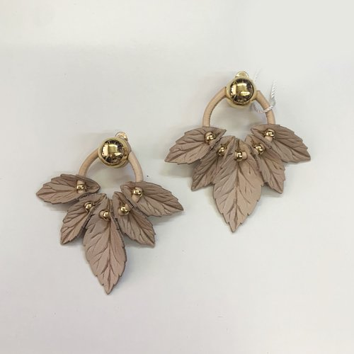 <img class='new_mark_img1' src='https://img.shop-pro.jp/img/new/icons16.gif' style='border:none;display:inline;margin:0px;padding:0px;width:auto;' />THE DALLAS LEAF EARRINGS ザ・ダラス リーフ イヤリング