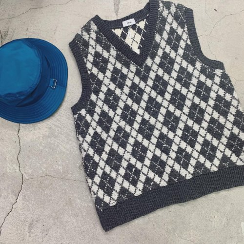 <img class='new_mark_img1' src='https://img.shop-pro.jp/img/new/icons16.gif' style='border:none;display:inline;margin:0px;padding:0px;width:auto;' />ALLEGE ARGYLE KNIT VEST アレッジ アーガイルニットベスト