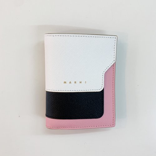 <img class='new_mark_img1' src='https://img.shop-pro.jp/img/new/icons16.gif' style='border:none;display:inline;margin:0px;padding:0px;width:auto;' />MARNI WALLET マルニ ウォレット 二つ折り財布