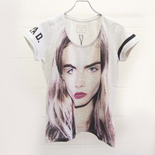 <img class='new_mark_img1' src='https://img.shop-pro.jp/img/new/icons16.gif' style='border:none;display:inline;margin:0px;padding:0px;width:auto;' />ELEVEN PARIS WOMEN T-Shirts Cara Delevingne  イレブンパリ Tシャツ カーラ・デルヴィーニュ