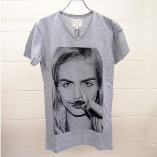 <img class='new_mark_img1' src='https://img.shop-pro.jp/img/new/icons16.gif' style='border:none;display:inline;margin:0px;padding:0px;width:auto;' />ELEVEN PARIS MENS T-shirt Cara Delevingne イレブン・パリ カーラ・デルヴィーニュ Tシャツ