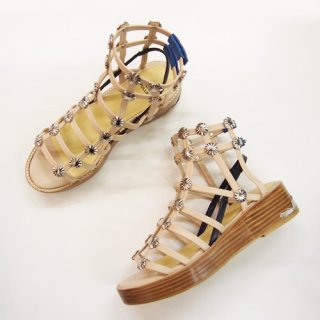 <img class='new_mark_img1' src='https://img.shop-pro.jp/img/new/icons16.gif' style='border:none;display:inline;margin:0px;padding:0px;width:auto;' />TOGA PULLA  METAL CONCHO SANDAL トーガ プルラ メタルコンチョ サンダル