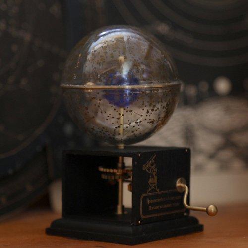 「手廻し式天体運行原理説明器」銀河標本製作所