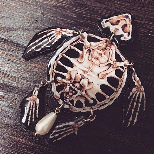 「骨格標本ブローチ/ウミガメ」MYSTIC