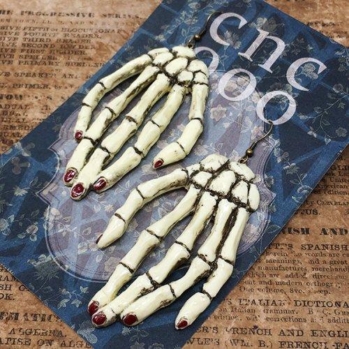 手の骨格ピアス