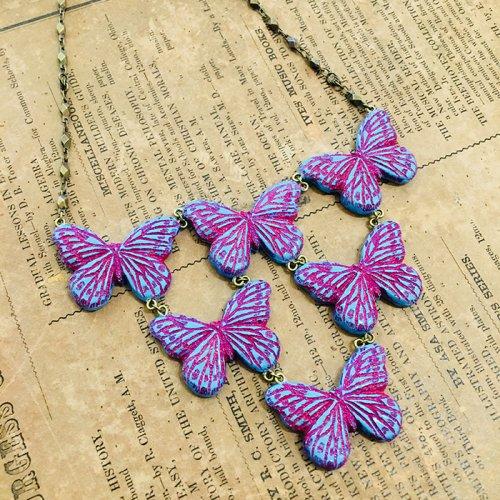 蝶の群れネックレス
