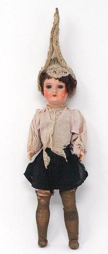 帽子をかぶった女の子人形