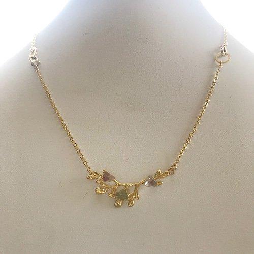 鉱物の花が咲くネックレス