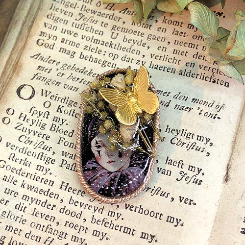 「花とピエロブローチA」MYSTIC