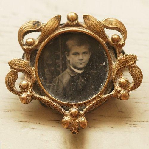 肖像写真のブローチ(ヤドリギフレーム)