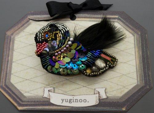 <img class='new_mark_img1' src='https://img.shop-pro.jp/img/new/icons14.gif' style='border:none;display:inline;margin:0px;padding:0px;width:auto;' />砂糖菓子の黒鳥ブローチ&クリップ/yuginoo.(4/12まで期間限定販売)