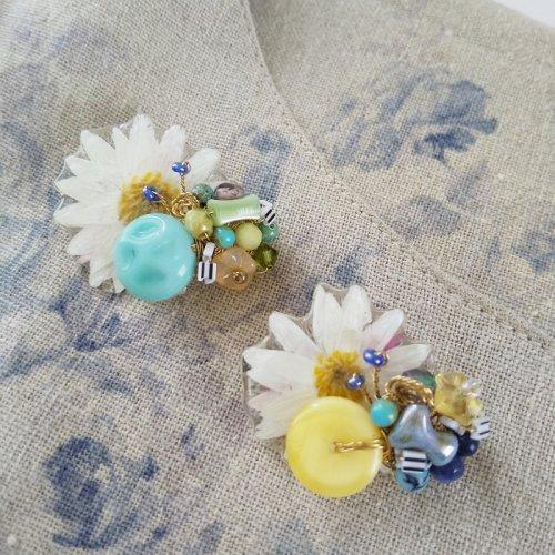 mo.kamie/お花と蝶のブローチ