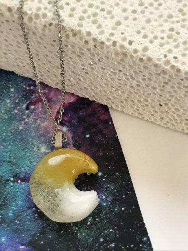 micat glass/パートドヴェールのネックレス 月