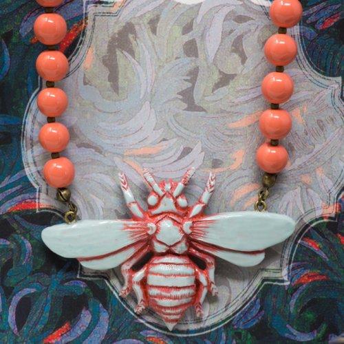 蜜蜂ネックレス ライトブルー・サーモンビーズ/conoco