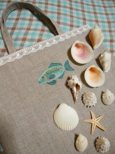 魚の刺繍のミニバッグ/necca