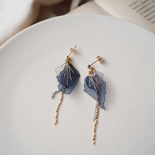 流れ星の耳飾り/空想刺繍店