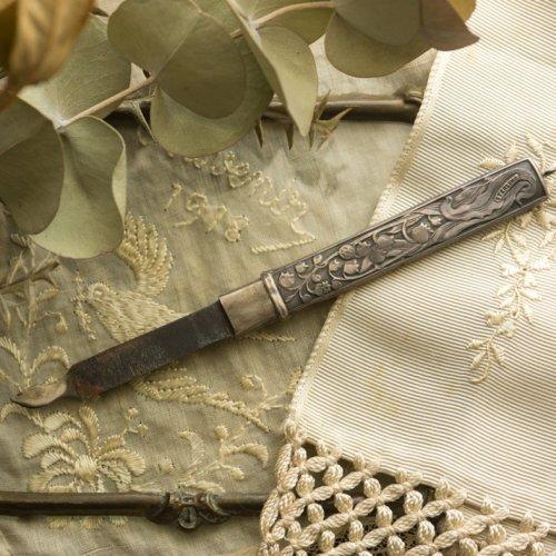 スズランのナイフ&やすり/シャトレーン
