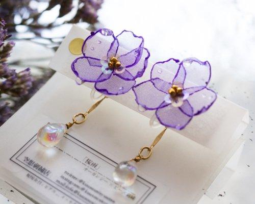 桜雨(イヤリング)/空想刺繍店