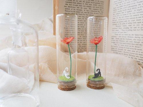 春の瓶詰め「猫とひなげし」/空想刺繍店