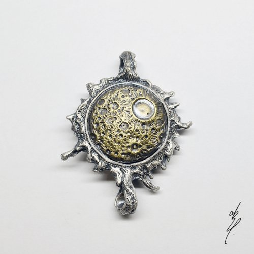 <img class='new_mark_img1' src='https://img.shop-pro.jp/img/new/icons14.gif' style='border:none;display:inline;margin:0px;padding:0px;width:auto;' />altar eclipse Pendant Top(Brass Moon) /abst.(8月8日21時-8月22日21時販売)
