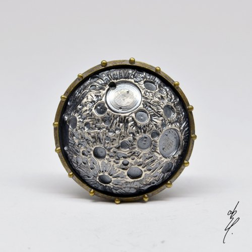 <img class='new_mark_img1' src='https://img.shop-pro.jp/img/new/icons14.gif' style='border:none;display:inline;margin:0px;padding:0px;width:auto;' />altar Moon Brooch (Brassベース)/abst.(8月8日21時-8月22日21時販売)