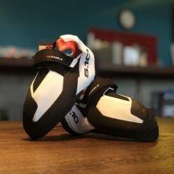 adidasFiveTen(アディダスファイブテン) NEW HIANGLE WMS(ニューハイアングルウーマン) ※ローボリュームで足の小さい方に ※ヒール完成度が進化 ※取寄せも可