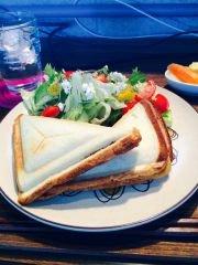 3種のチーズとオムレツのHOTサンド