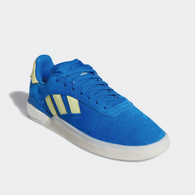 <img class='new_mark_img1' src='//img.shop-pro.jp/img/new/icons6.gif' style='border:none;display:inline;margin:0px;padding:0px;width:auto;' />adidas skateboarding 3ST.004  EG2457 グローリーブルー/イエローティント/フットウェアホワイト