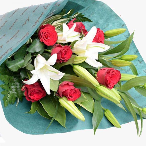 百合とバラの花束
