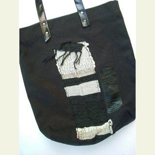 アクセントは裂き織りと革—タテ長サイズのトートバッグ