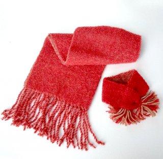 ワンちゃんとおそろいペアマフラー    草木染め、手織りでぜいたくに    (赤・ワンちゃん用Sサイズ)