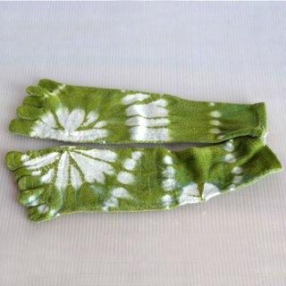 草木絞り染めシルク混5本指ソックス・緑(藍・刈安)