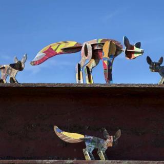 KIDSONROOF - TOTEM / fox&cubs<em>キッズオンルーフ キツネの親子【ペーパークラフト・組立パズル】</em>