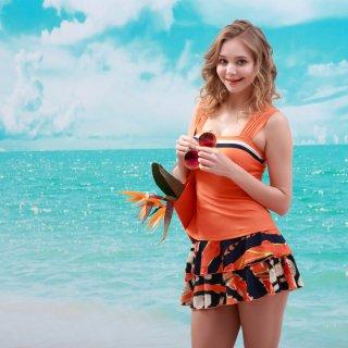 新作品 ホールターネックスカート付レディースビキニ3点セット パッドワイヤーあり 可愛い水着 フェミニン女性水着