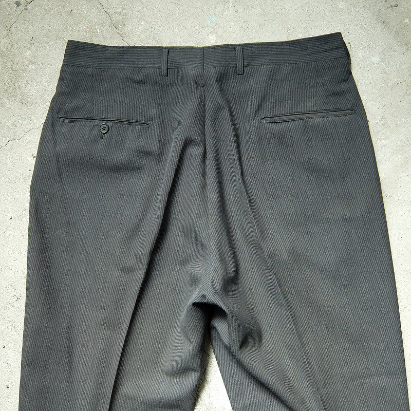 Gray × Black Two Tuck Slacks