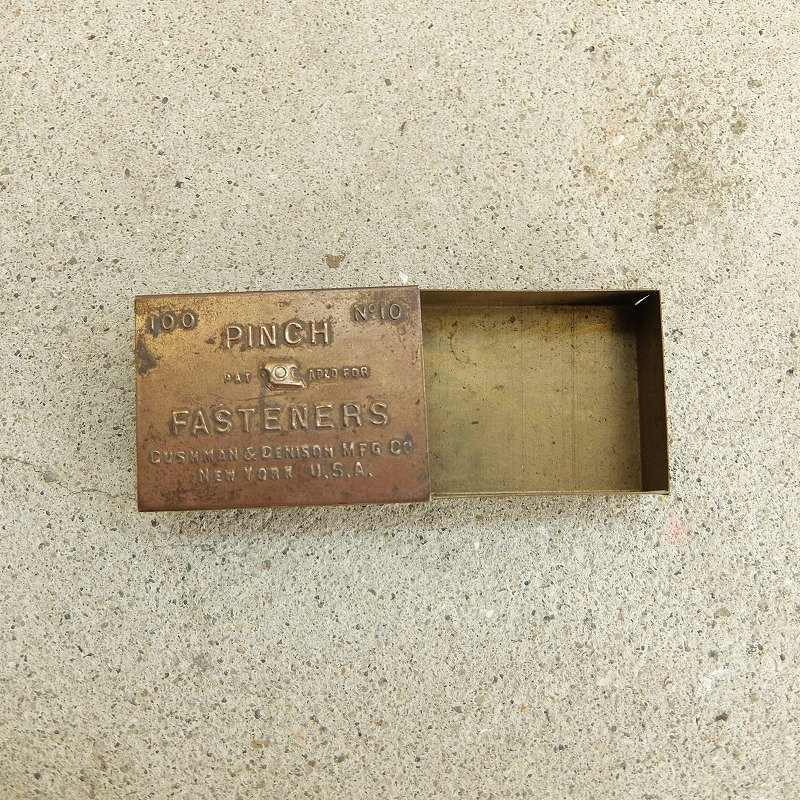 PINCH FASTENERS Metal Box