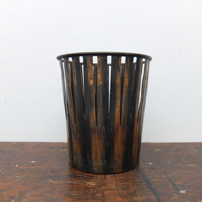 ERIE ART METAL CO. Trash Can