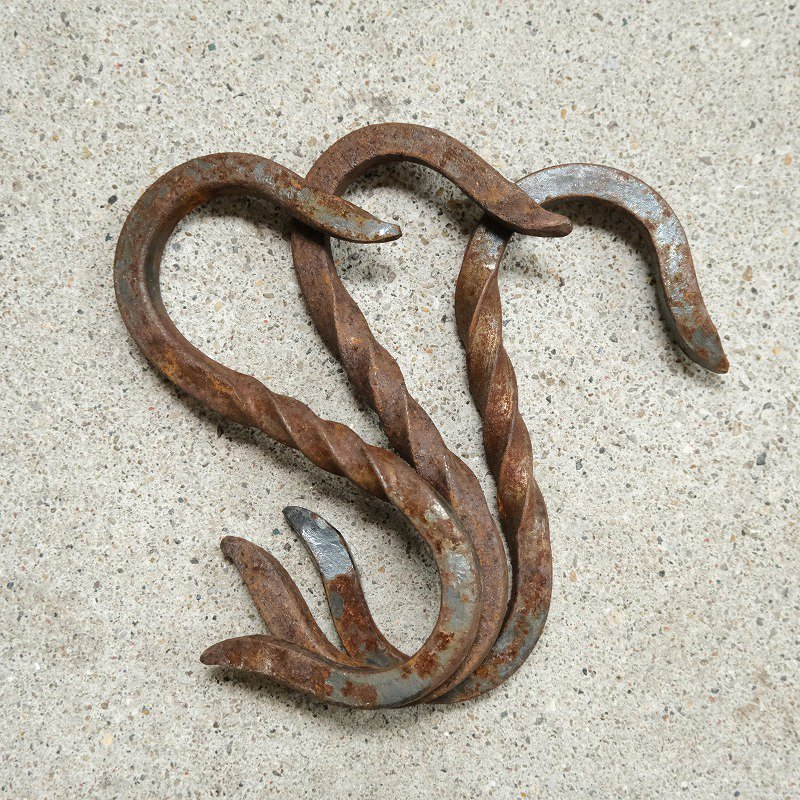 ANTIQUE TWISTED HOOK
