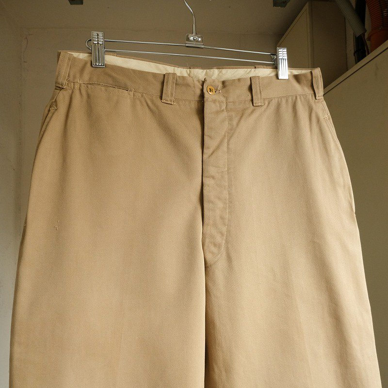 ABERCROMBIE & FITCH CO. CHINO TROUSERS