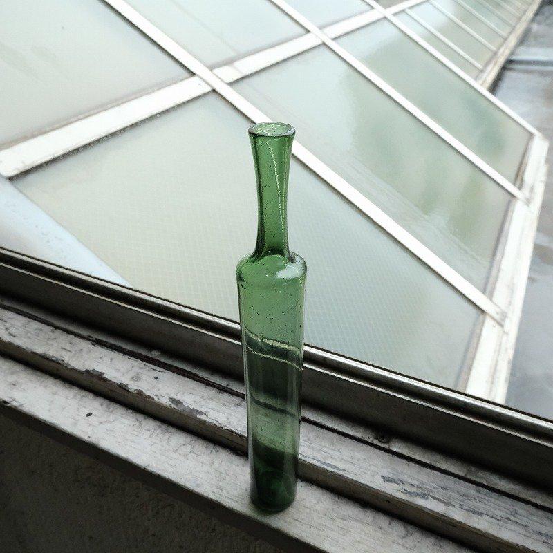GLASS SINGLE FLOWER VASE
