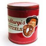<img class='new_mark_img1' src='//img.shop-pro.jp/img/new/icons13.gif' style='border:none;display:inline;margin:0px;padding:0px;width:auto;' />Tom Sturgis Pretzels ティン缶
