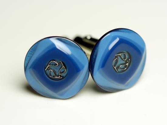 ライトブルーとダークブルーが上品な調和を生み出すカフスボタン Premium 98