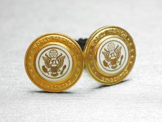 ホワイトとゴールドの調和が美しいカフスボタン Metal 036
