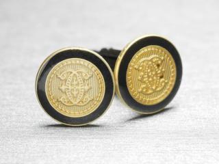 外国の紋章のようなデザインのカフスボタン Metal 037