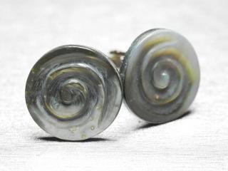 天然貝の渦巻きデザインのカフスボタン Antique 021
